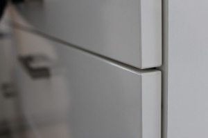Kuchyně BALLERINA - 1251 Premiumweiss glänzend (bílá lesk), pracovní deska Castell-Eiche-Nachbildung - detail2