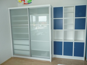 Vybavení dětského pokojíku - Lak v matovém provedení (vestavná skříň)