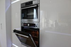 Kuchyně na míru INFINI - DALIA Lak vysoký lesk PLUS - bezúchytková - detail1