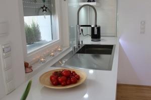 Kuchyně na míru INFINI - DALIA Lak vysoký lesk PLUS - bezúchytková - detail5