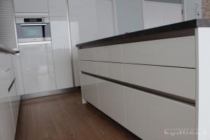 Kuchyně na míru INFINI - DALIA Lak vysoký lesk BASIC (RAL.9001) - bezúchytková (detail2)