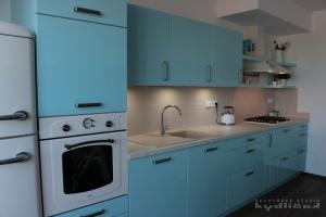 Kuchyně na míru INFINI - DALIA Lak vysoký lesk BASIC (NCSS 1020-B10G) / pracovní deska umakart (kámen lomený)