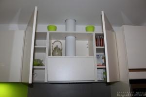 Kuchyně na míru Ballerina - GL 3450 premiumweiss Hochglanz-Lack (Lak vysoký lesk s ABS hranou) - bezúchytková, obklad sklo, Dřez Blanco (detail2)