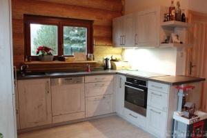 Kuchyně na míru Ballerina - XL 3326 Hemlock-Nachbildung grauweiss (lamino - rámeček)