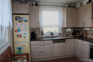 Kuchyně Nobilia - Cottage Dub Virgina (lamino rám), dřez Blanco, pracovní deska umakart