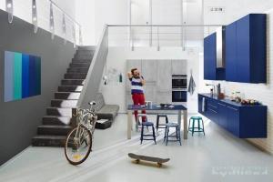 Kuchyně Ballerina - XL 2061/XL 3399 kuchyně v loftovém bytu, dvířka Beton optic/lak samet libovolného RAL odstínu