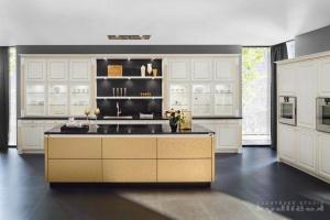 Kuchyně Ballerina - GL 7010/XL 7050 Historie a elegance s luxusnímy ručně lakovanými materiály.